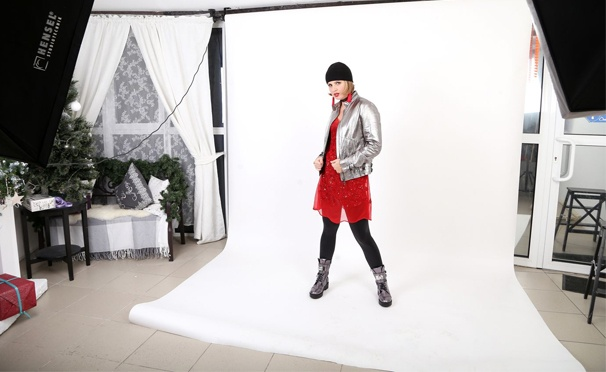 Фотосессия для компании до 5 человек в фотостудии «ФотоУдома». Распечатанный кадр в формате А4 в подарок! Скидка 50%
