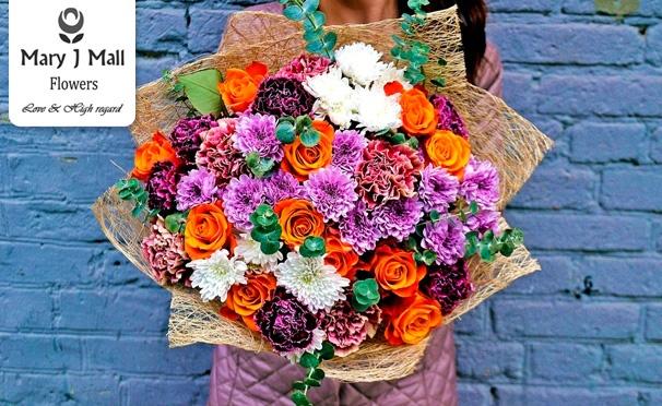 Скидка на Букеты роз, авторские композиции из кенийских роз и других импортных цветов и зелени, цветы в шляпных коробках и дизайнерской крафт-бумаге от компании Mary J Mall Flowers. Скидка до 69%